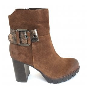 2-25800 Tan Suede Heeled Boot