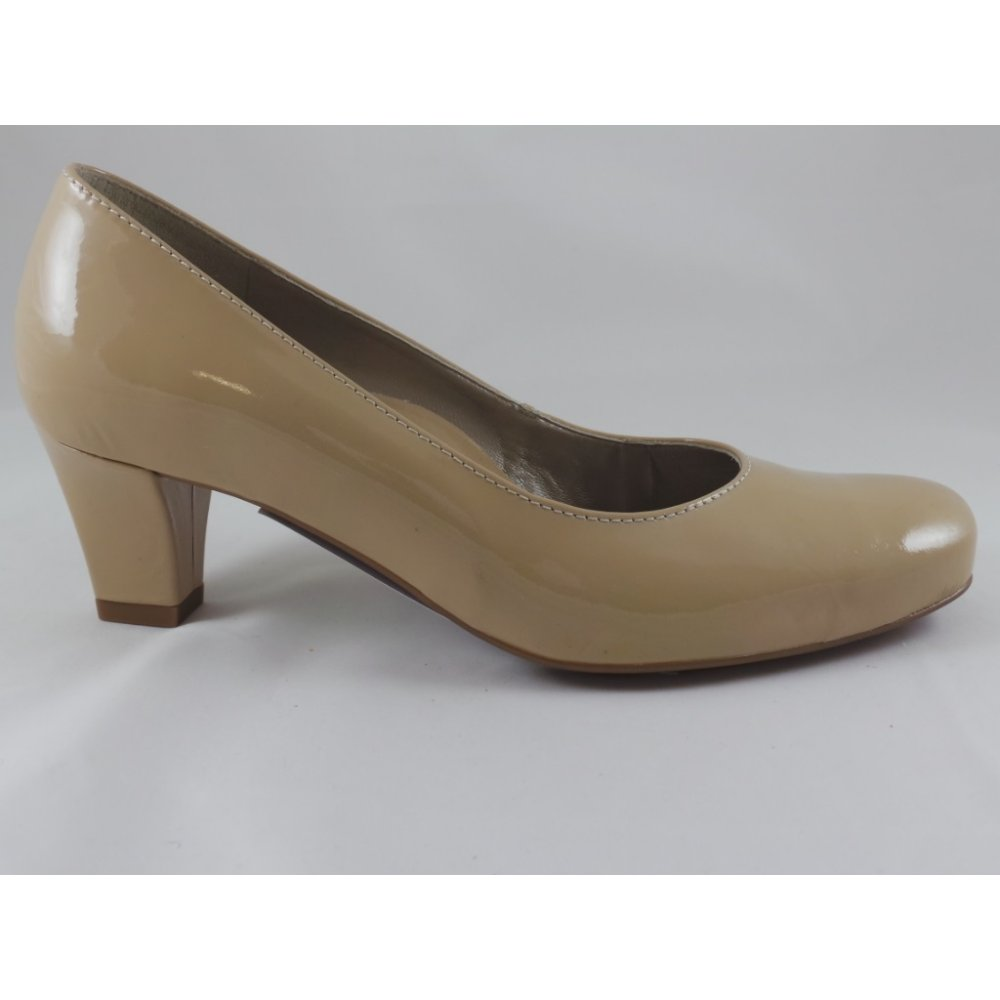 Free shipping and returns on Women's Beige Shoes at thritingetqay.cf