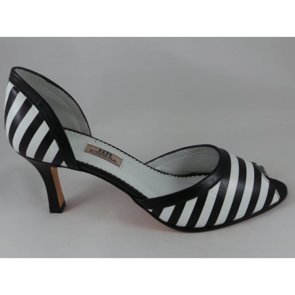 Black And White Open Toe/Peep Toe with FREE Shipping & Exchanges, and a % price guarantee. Choose from a huge selection of Black And White Open Toe/Peep Toe styles.