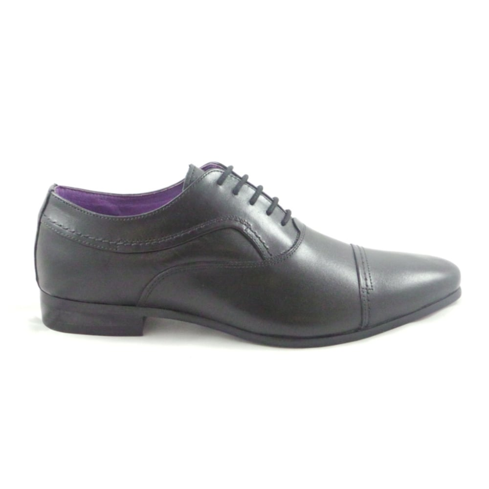 Mens Formal Shoes Find the shoes that dress up your suit or complete your tuxedo with men's formal shoes. Whether you like the shiny look of patent leather or the relaxed look of suede, you can find the men's dress shoes that match your formalwear.