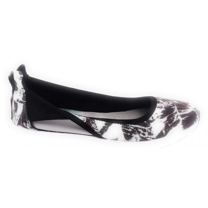 Butterfly Twists Nicola Mono Abstract Sporty Pump